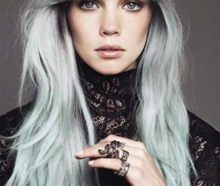 Trending Style: Fashion Colored Roots